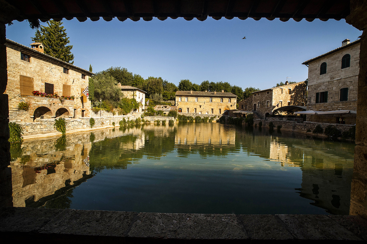 Bagno vignoni piazza delle sorgenti parco della val d 39 orcia - Il loggiato bagno vignoni ...